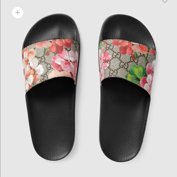 1be6a4a8b Gucci Shoes - Authentic Gucci Bloom Slides- Run small